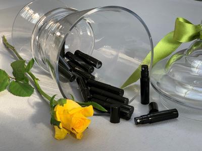 ANGELO CAROLI - ROSA NERA OUD - parfém 2 ml